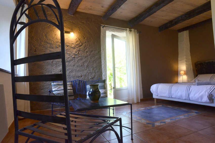 chambres d h tes de charme et table d h tes en ard che l 39 oustalou. Black Bedroom Furniture Sets. Home Design Ideas